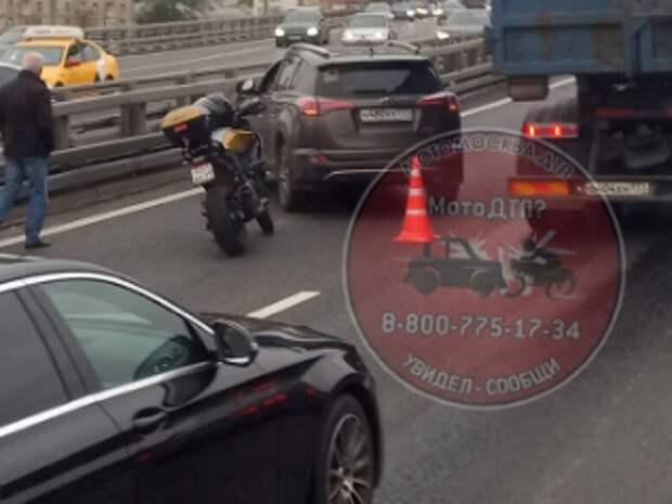 В Хорошевке «Тойота» влетела в мотоцикл