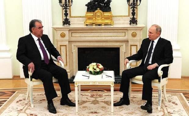 Владимир Путин на встрече с Эмомали Рахмоном заявил, что РФ делает все, чтобы мигрантам было комфортно