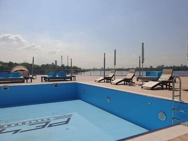 «Пляжная» зона с бассейнами откроется до конца мая в столице