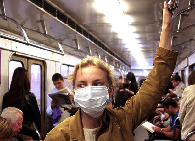 На станции метро «Сокол» началась продажа медицинских масок и перчаток