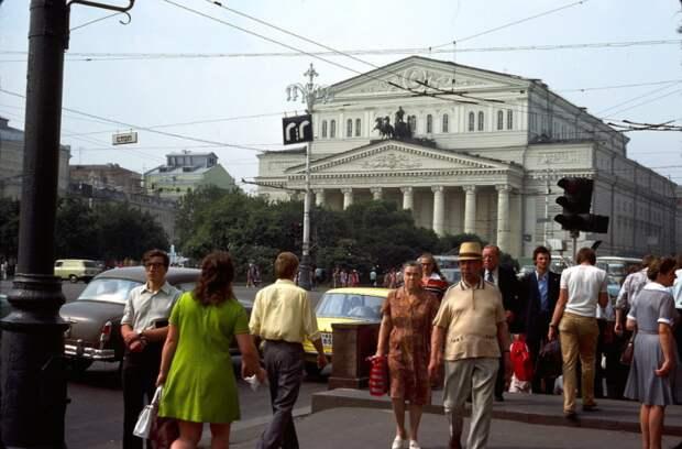 В СССР люди не улыбались прохожим на улице / Фото: yandex.ru