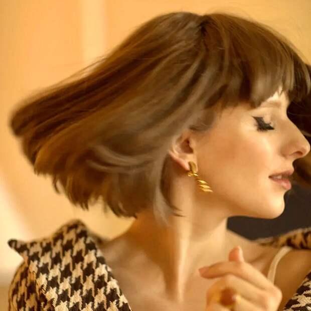 """Беременная Лиза Арзамасова кардинально поменяла имидж: """"Стильная парижанка"""""""