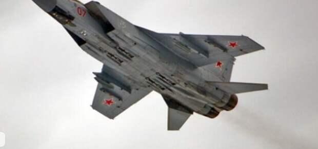 """Россияне высмеяли """"улепетывание"""" самолетов НАТО от истребителей МиГ-31"""