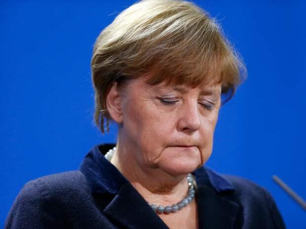 Старушка Меркель все…