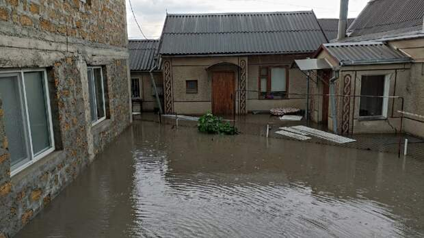 Вышедший из берегов Салгир затопил микрорайон Симферополя