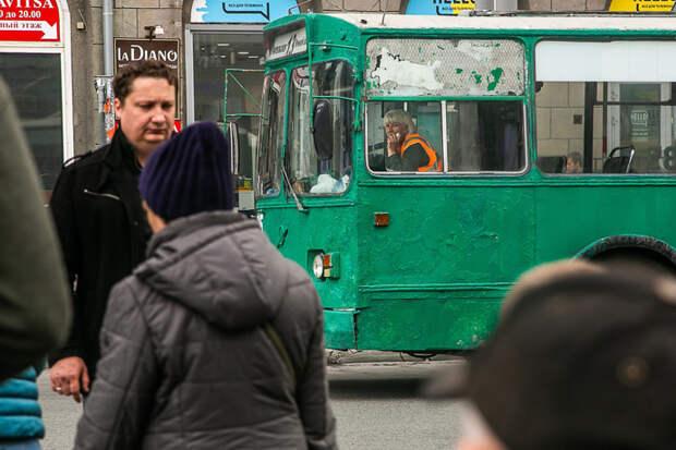 Троллейбус №13 изменит маршрут до конца осени из-за раскопанной теплотрассы
