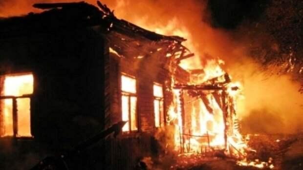 Спасатели обнаружили тела пятерых детей в сгоревшем частном доме на Урале