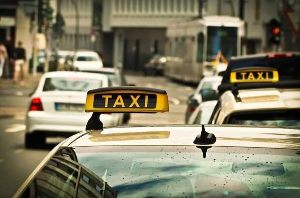 В Кремле в четвертый раз «отфутболили» законопроект, заставляющий таксистов приобретать тахометры и кассовые аппараты