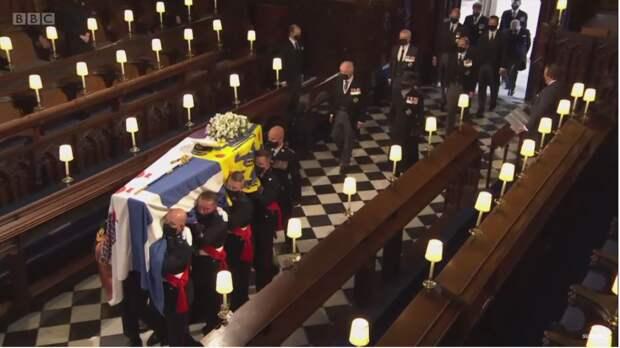 Гарри и Уильям на похоронах принца Филиппа сели напротив друг друга