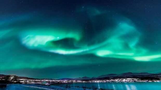 Появившаяся на Солнце дыра грозит Земле сильнейшей геомагнитной бурей