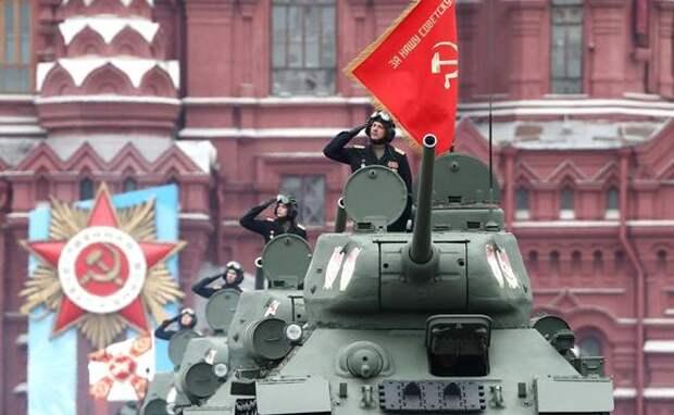 Колонна военной  техники прошла по Красной площади на параде Победы