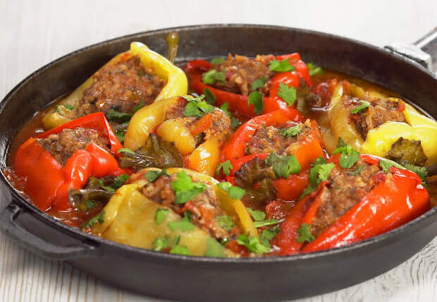 Рецепт перца подсмотрели в турецком отеле: тушим в соусе на сковороде