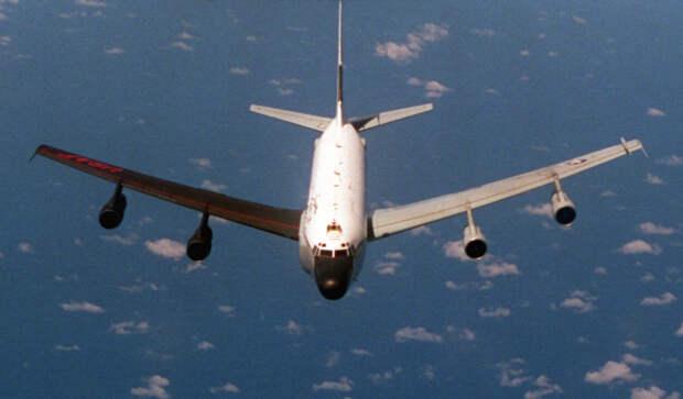 Разведывательный самолет ВВС США RC-135S наблюдал за пуском баллистических ракет в Баренцевом море