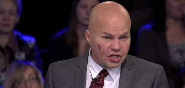 Азаров объяснил, почему политолога Ковтуна так часто бьют на ТВ
