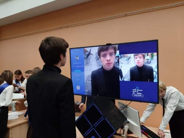 Когда человек попадает в поле зрения камеры, программа выбирает стоп-кадр/ Предоставлено лабораторией «Цифровая экономика и высокие технологии» ГУУ
