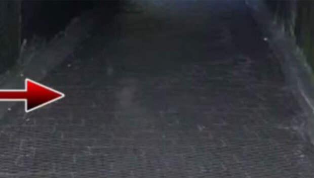 В Ливерпуле на старом кладбище камеры видеонаблюдения засняли призрака