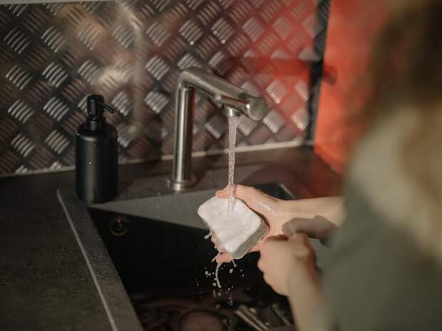 Как быстро помыть посуду без посудомойки