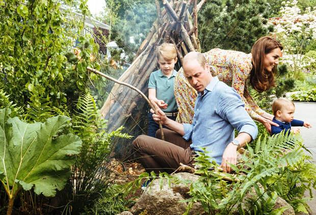 Принц Уильям и Кейт Миддлтон на природе с детьми