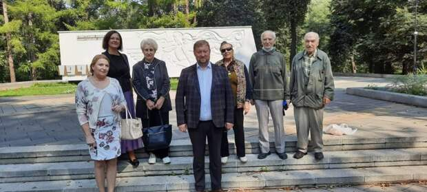 В Грачёвке почтили память павших воинов и возложили цветы