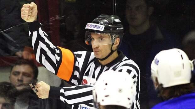 Беспредельная драка в российском хоккее. Известного судью увезли в больницу с рассечением щеки и сотрясением мозга
