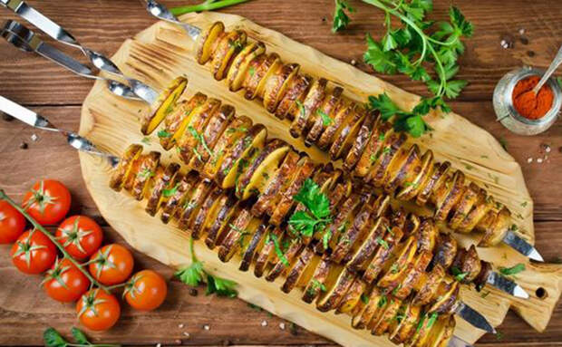 5 новых блюд из обычной картошки: жарим шашлык и делаем мгновенное пюре
