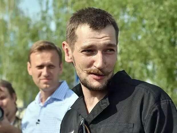 Брату Навального еще на полгода продлили запрет на ночные прогулки по Москве