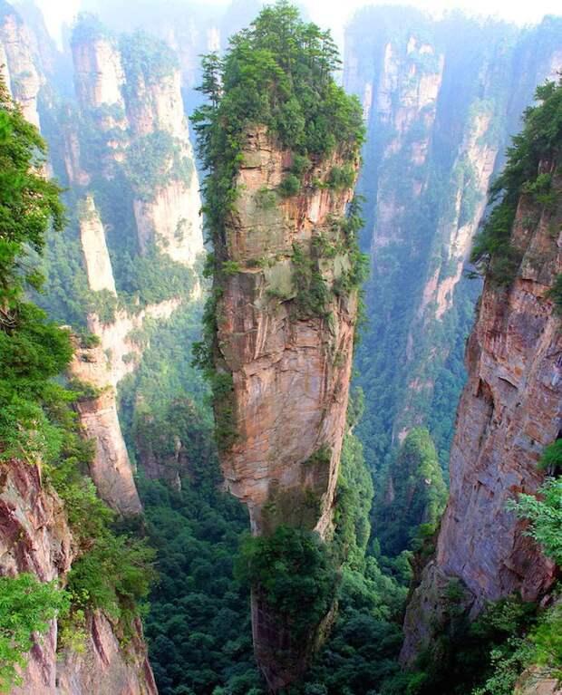 Уникальный горный массив Тяньцзи в Китае