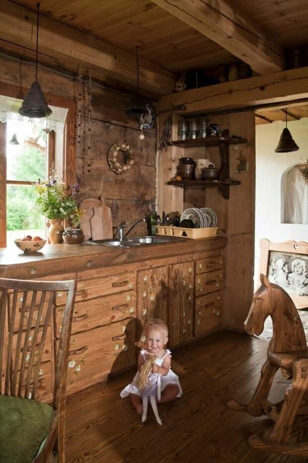 Таких красивых деревень нам не хватает. Дом - полная чаша, где все сделано своими руками из дерева