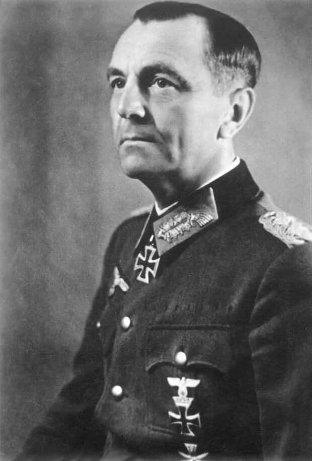 Генералы Краснов и Власов: кому выгодно поставить их рядом?