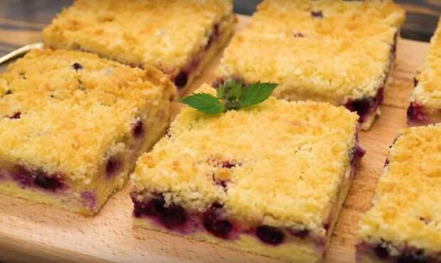 Творожный десерт с ягодами: вкусное лакомство к чаю