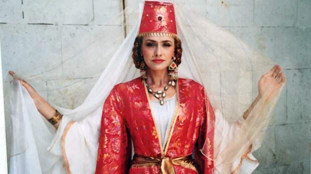 Серебряная свадьба Ольги Сумской и Виталия Борисюка: четверть века вместе и снова под венец (Видео)