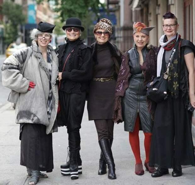 Молодежный стиль для женщин 50+. Допустим ли он?