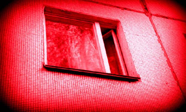 В Архангельске ребёнок выпал из окна на четвёртом этаже