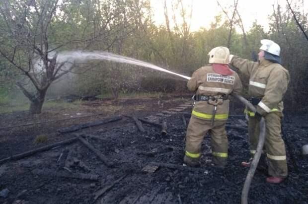 Пожарные ликвидировали возгорание на дачах под Самарой