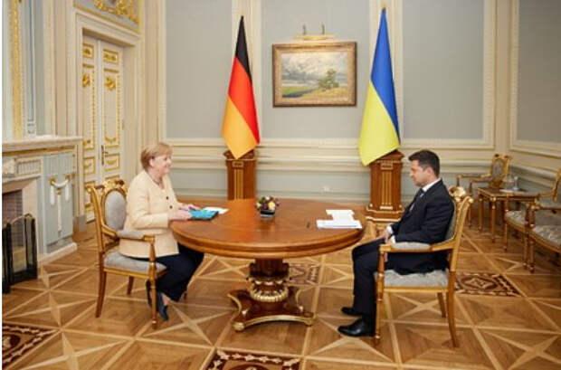 Зеленский вручил Меркель высший орден Украины
