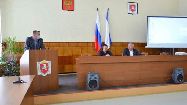 Глава администрации Черноморского района провел аппаратное совещание