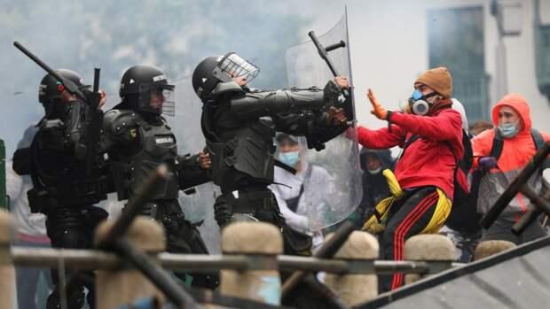 Протесты продолжаются: волна насилия охватила Боготу в ходе массовых акций