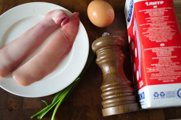 Нам понадобится: Молоки от одной рыбы Куриное яйцо Молоко - треть от объема яйца Очень тонко порезанный репчатый лук Зеленый лук Соль и перец Масло для жарки (я взял топленое сливочное)