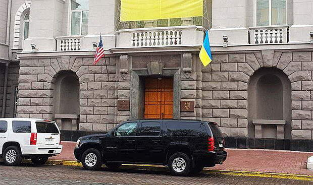 США отзывают из Киева оперативников ФБР и ЦРУ