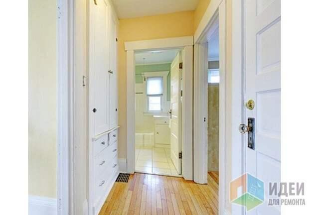 В какую сторону должна открываться дверь?