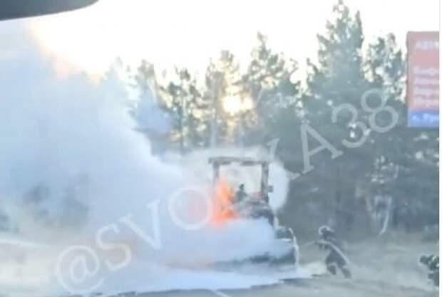 Трактор вспыхнул на Александровском тракте под Иркутском