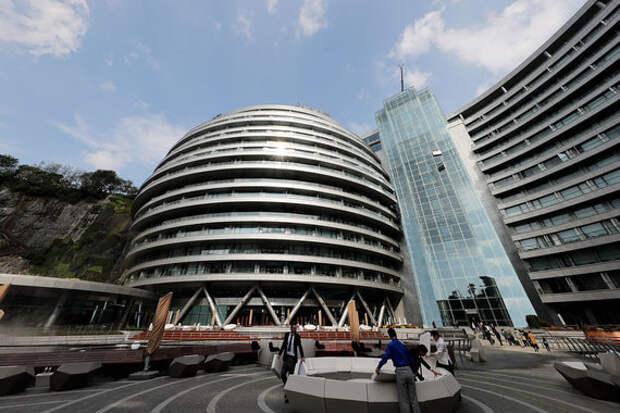 6 фото офигенного подземного отеля в заброшенном карьере в Шанхае