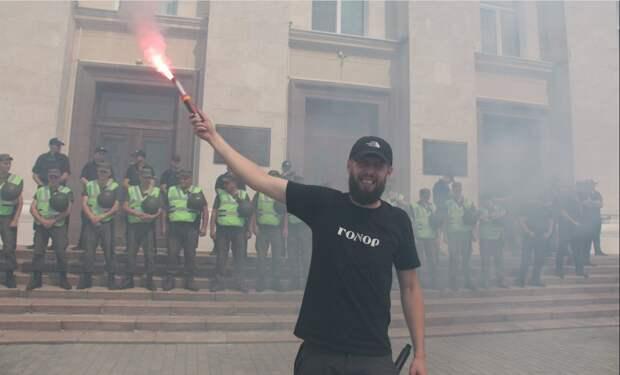 Фото: Назарий Кравченко организовал нападение на ОП