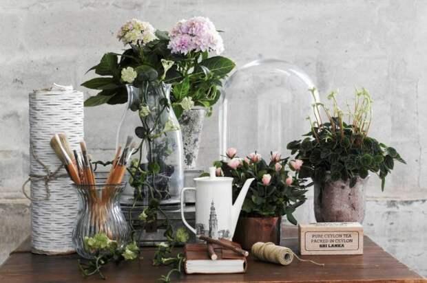 Стеклянный декор в романтическом интерьере.