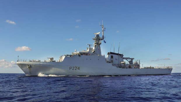 Военный корабль Британии приблизился к Крыму