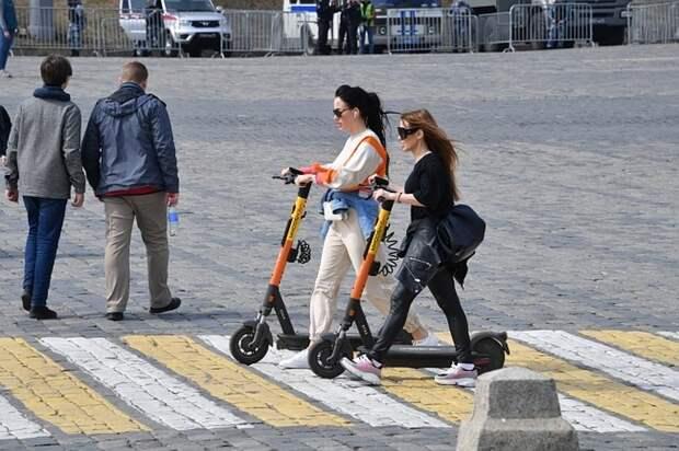 В Совфеде одобрили предложение ограничить скорость электросамокатов