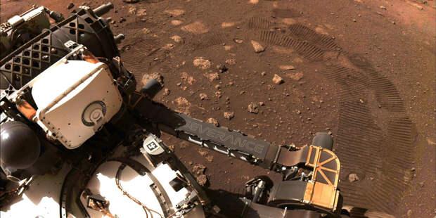 Марсоход NASA прислал на Землю фото своих следов