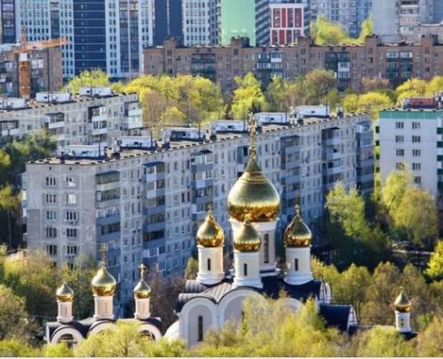 Фото дня: вид на храм в Дмитровском