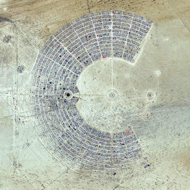 """17. Место проведения фестиваля """"Burning Man"""", Блэк-Рок, штат Невада, США фото со спутника, фотограф Бенджамин Грант, фотографии"""