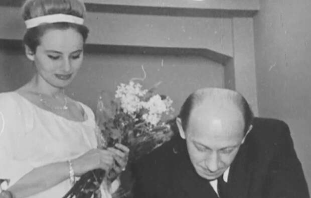 Евгений Евстигнеев и его 23-летняя жена, на которой он женился в 60 лет
